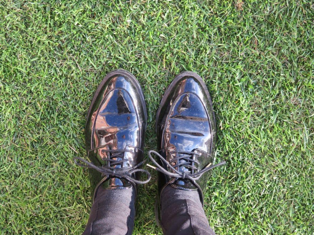 nom d une couture chaussure derby verrnis mango noir