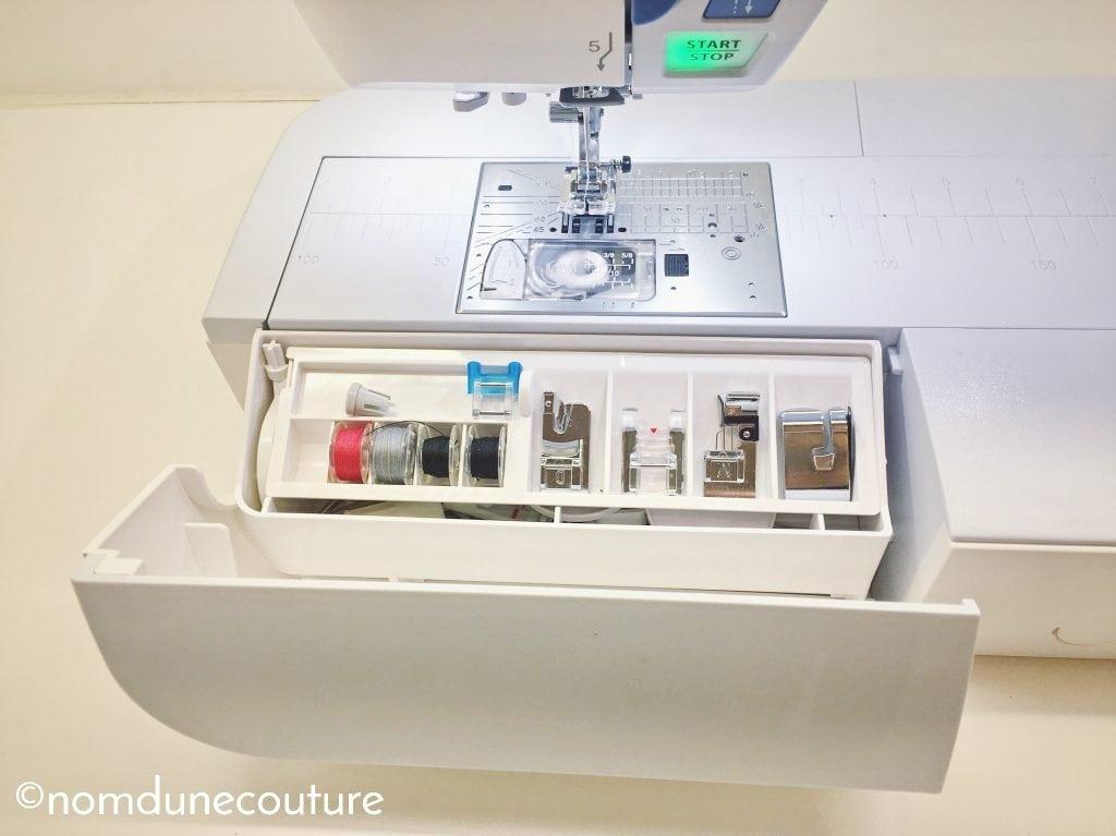 espace de rangement superposé pour accessoires de machine à coudre