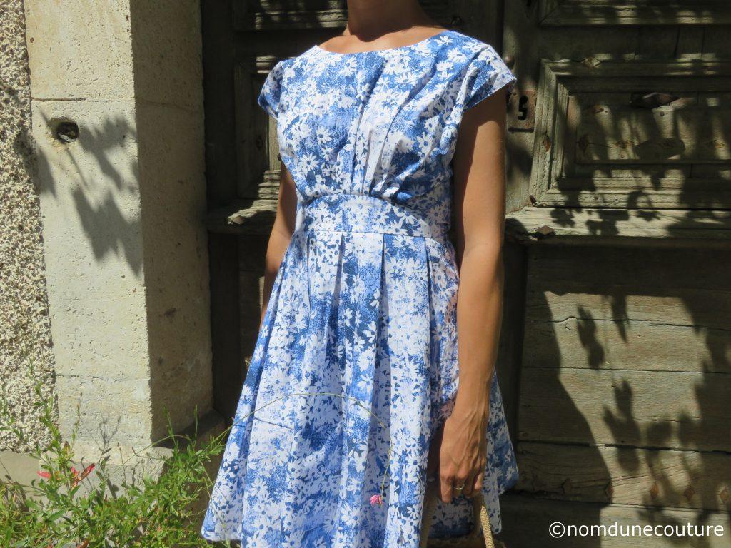 robe Andria à plis plats et encolure bâteau