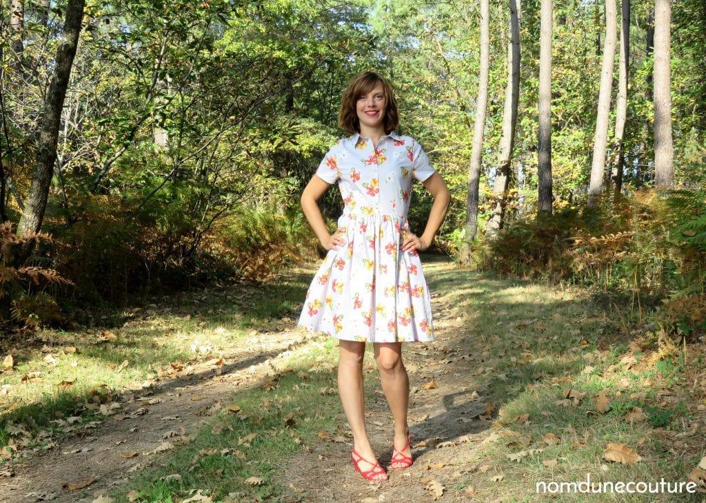 petite pose dans ma cami dress pauline alice dans un chemin forestier