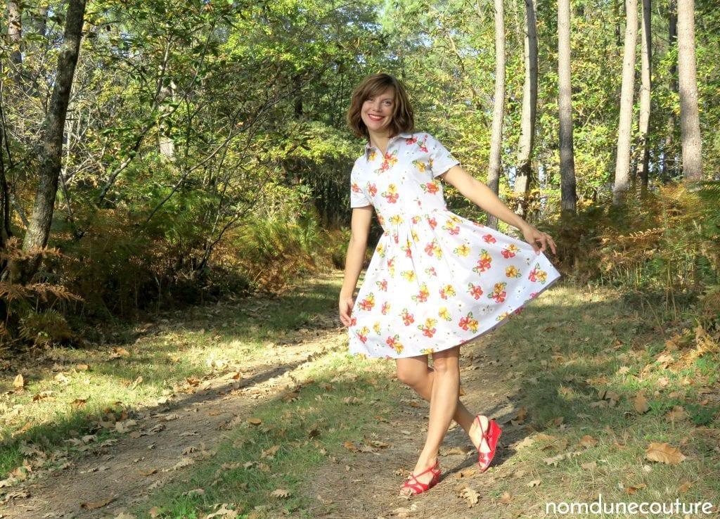 petite pose dans ma robe cami dress pauline alice dans un chemin forestier