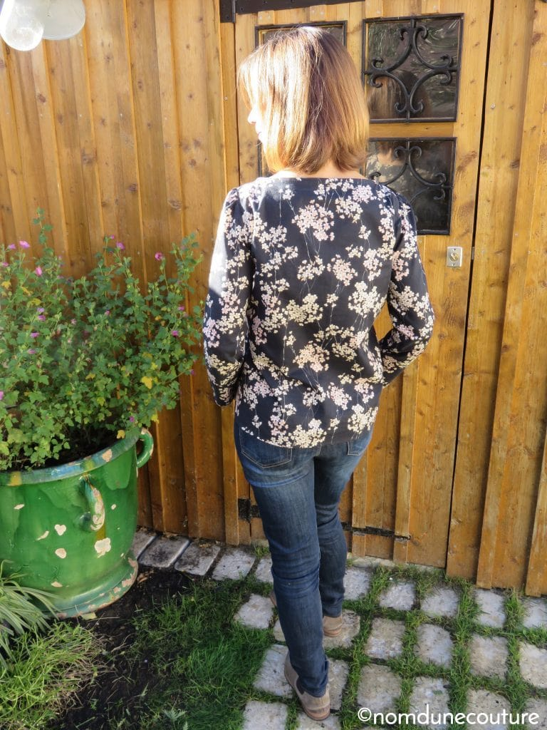 dos de la blouse Cézembre dans un tissu japonaise Diy District