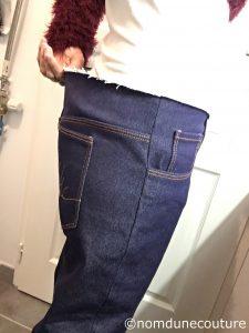 jean qui baille à la taille dans le dos