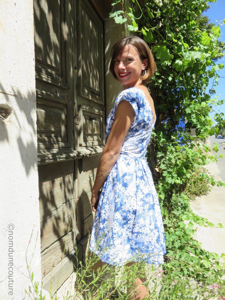 robe andria avec plis plats sur la jupe