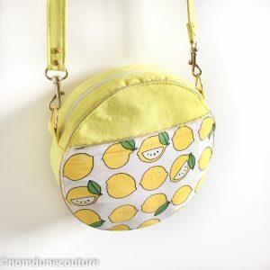 tuto sac rond sun en suédine jaune et citrons avec passepoil