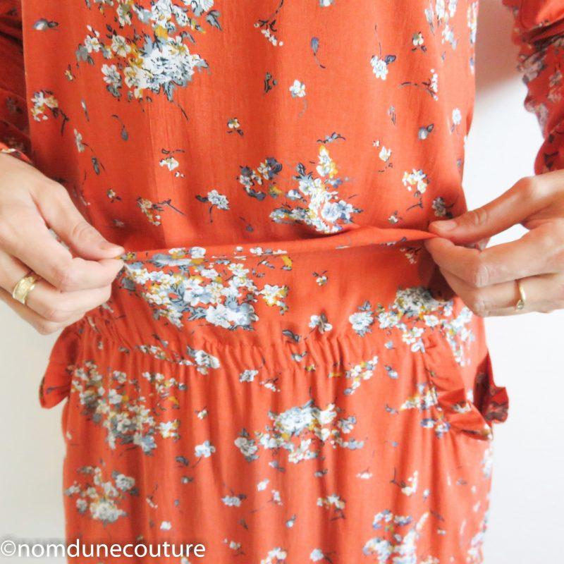 robe avec une taille élastique