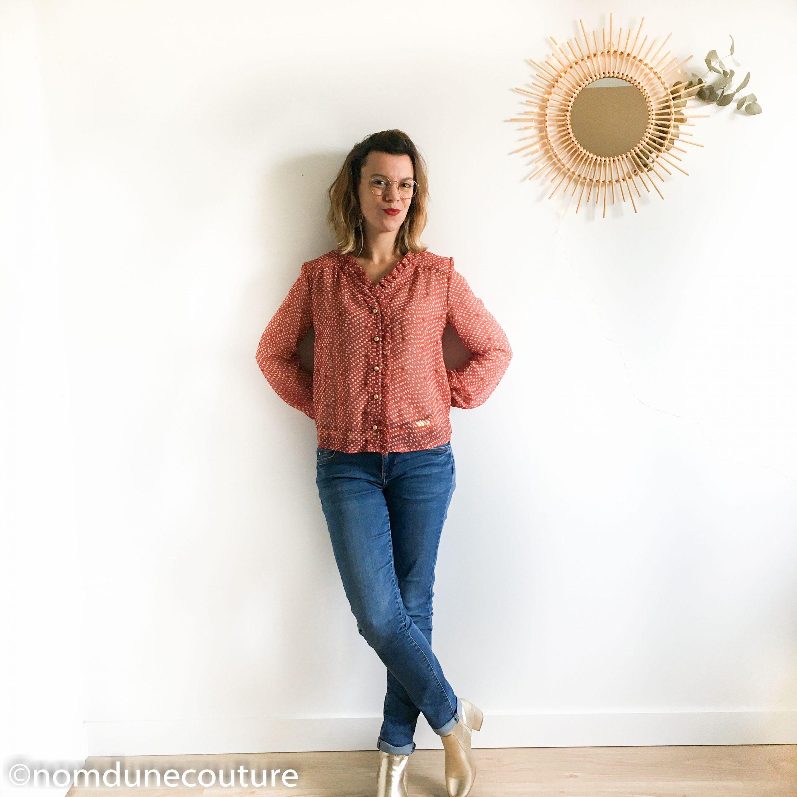 look blouse chic jean et bottines dorées
